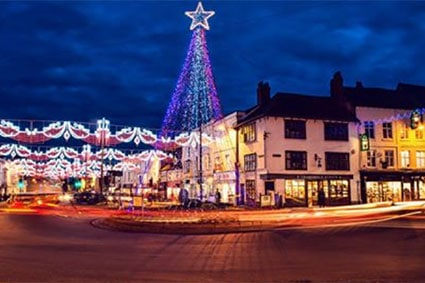 News - Rosconn - This year Rosconn Group were delighted to take part in supporting the Stratford upon Avon Christmas lights. We are very pleased to have been able to contribute to what is a beautiful Christmas display for the town and play a part in keeping this wonderful tradition shining bright - Image 2